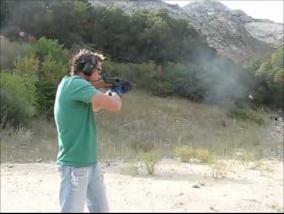 В тире можно пострелять из любого оружия, хоть из базуки - оружие в США легально